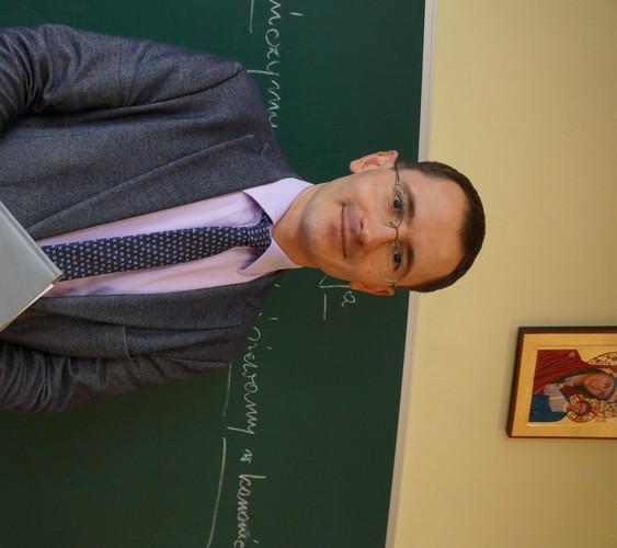 Paweł Słoniak - Wicedyrektor ds. wychowawczych, wychowawca klasy 6, nauczyciel muzyki, religii i filozofii
